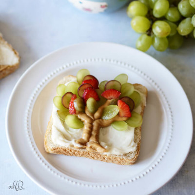 Fruit and Peanut Butter Toast
