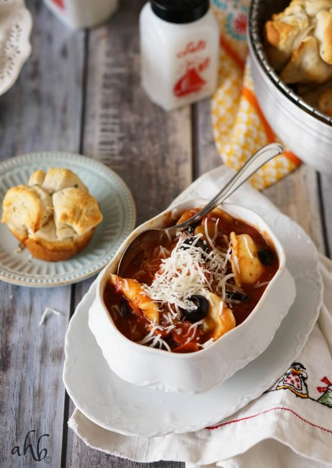 Your favorite pizza flavors and toppings are all together in this hearty and cheesy pepperoni pizza soup! Recipe on www.accidentalhappybaker.com @AHBamy