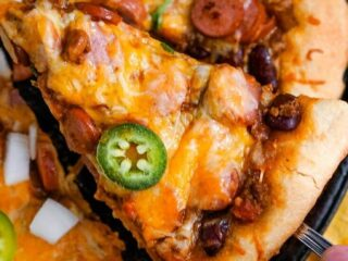 Chili Dog Pizza--Pizza dough is topped with chili, sliced hot dogs and shredded cheese for a quick and easy leftover makeover your whole family will love. #chilidogpizza #chilicheesedogs #pizza #chilidogs